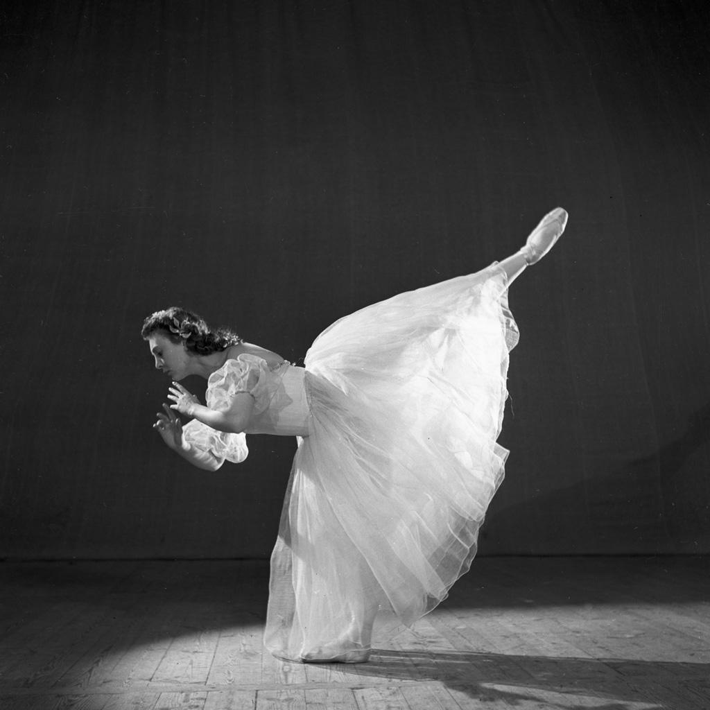 Raisa Struchkova in Sleeping Beauty, 1954