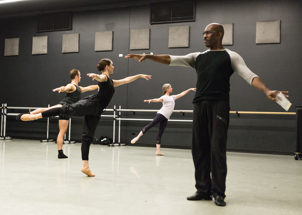 Homer Bryant teaches open company class for Giordano Dance Chicago