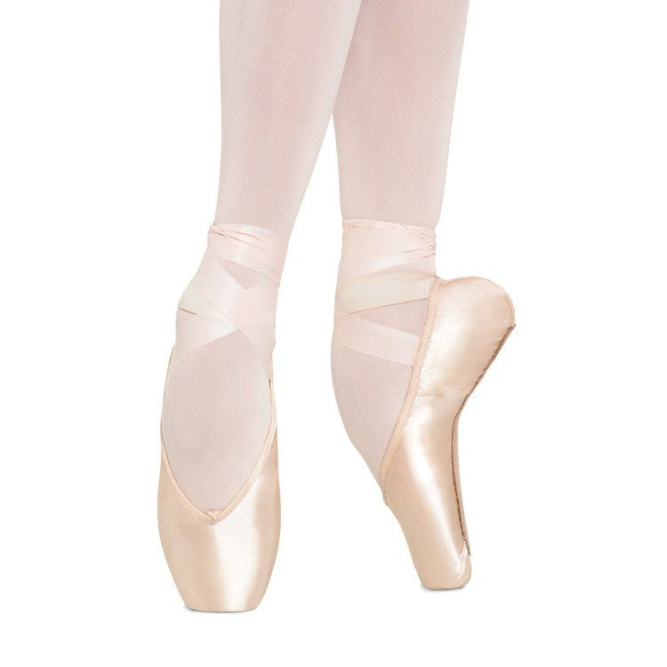 Bloch Heritage Pointe Shoes S0180L. Flattering V shaped vamp, light and streamlined shoe. Shank is gently curved to hug the arch when pointing and allows flexibility and control.